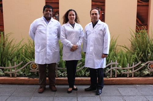 De Izq. a Der: Dr. Ernesto Delgado, Dra. Geovanna Zea y Dr. Fredi Portilla